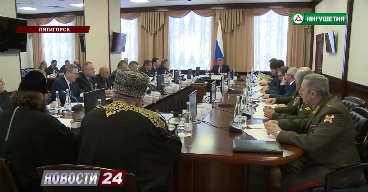 Евкуров принял участие в заседании Совета при полпреде в СКФО.