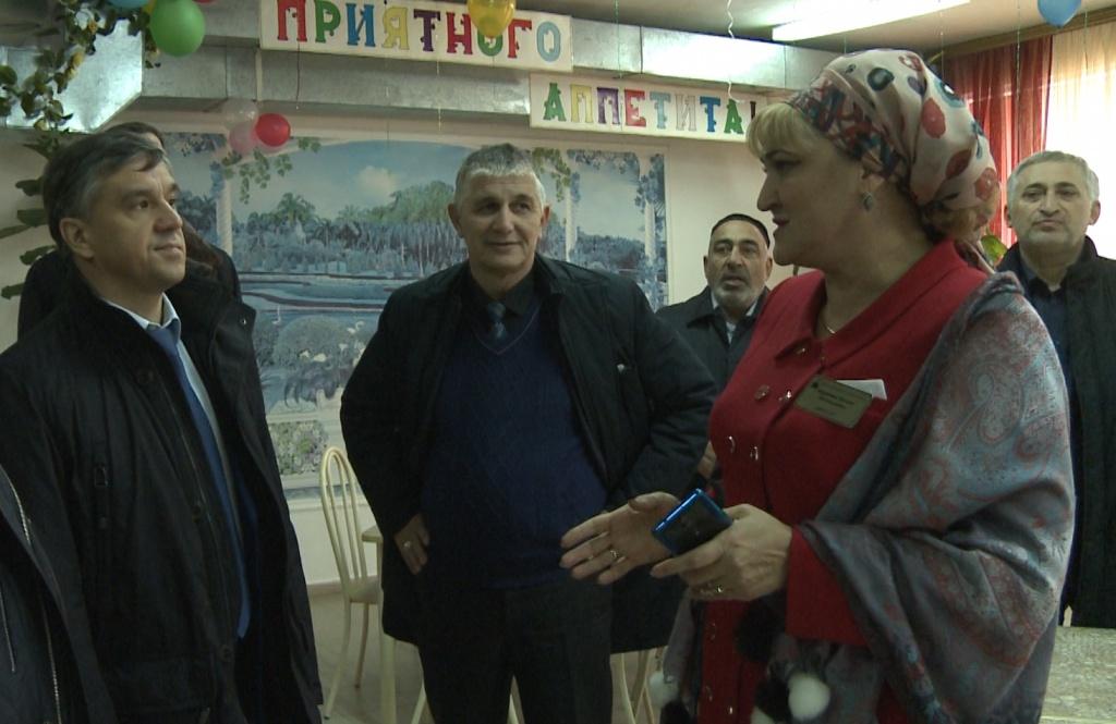 Константин Суриков проинспектировал образовательные организации республики.